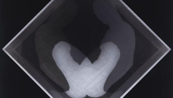 Disembodiedness 080 (Buio) 2013-2020 stampa su lastra di vetro e lastra di plexiglass bianco opalino cm. 100×100 Ed. 5