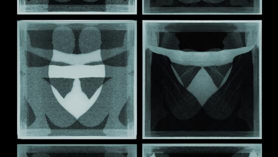 Disembodiedness 090 (Maschere) 2013-2020 stampa su lastra di vetro e lastra di plexiglass bianco opalino, 6 pezzi cm. 50×50 Ed. 5